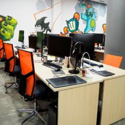 illas-de-escritorio-y-ordenador-en-sillas barcelona